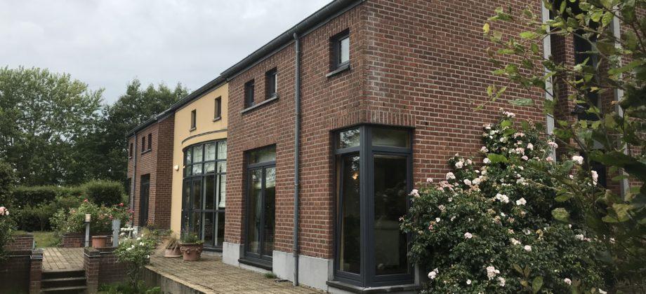 LES BONS VILLERS (MELLET)- VENDU!!! VENDU!!!Très belle propriété (villa +/- 400 m2) sur 47,8 ares