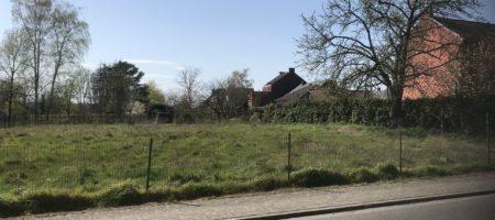 MONT-SUR-MARCHIENNE,magnifique terrain avec plans et permis pour 3 maisons.